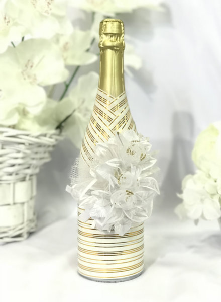 Украсено сватбено шампанско в златно C3